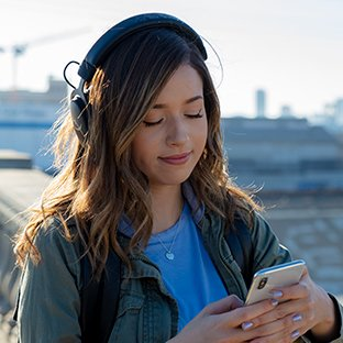 Photo of HyperX Influencer Pokimane wearing the HyperX Cloud MIX Promotional Shoot