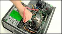 桌上型電腦上安裝 SSD 固態硬碟