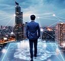 Một người đàn ông đang đi dạo ttrong mạng ảo, nhìn vào một lưới mạng trong thành phố