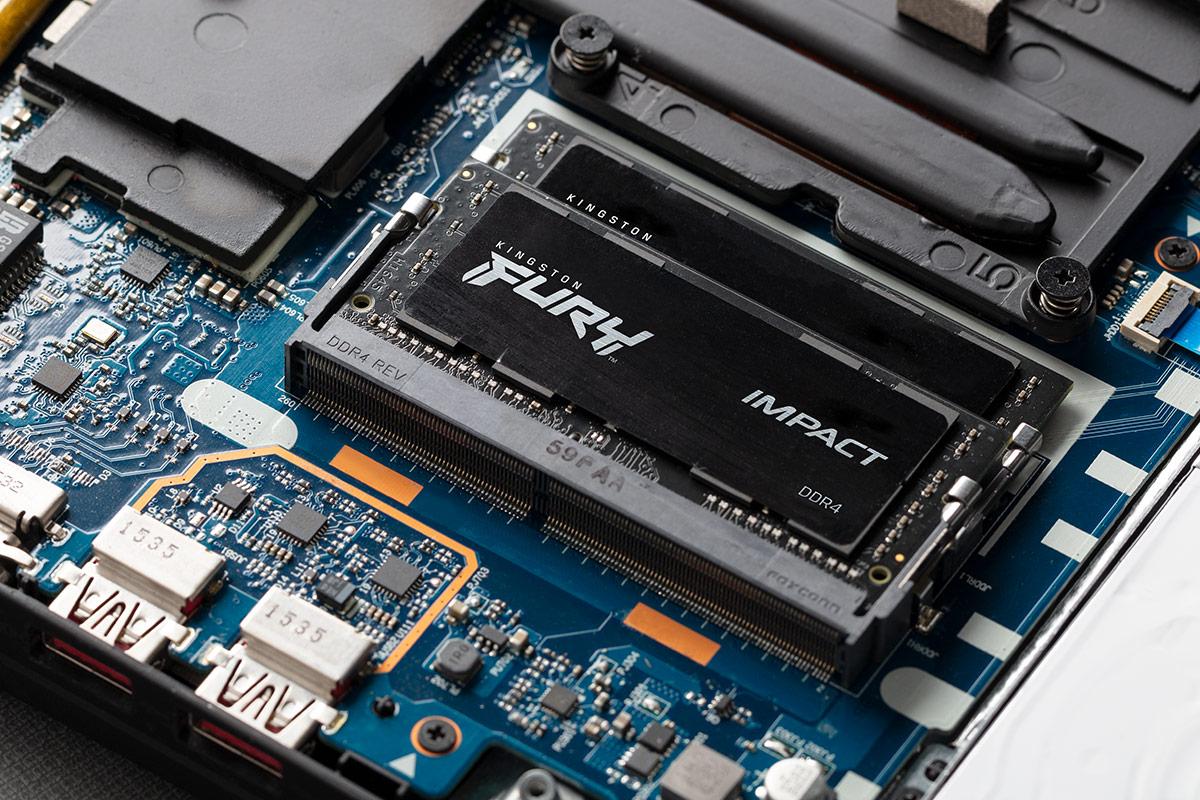 노트북에 장착된 Kingston FURY Impact DDR4
