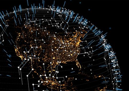 Modello astratto tridimensionale della Terra di notte con le luci visibili dall'universo, con simboli di linee di una scheda a circuiti e raggi verticali