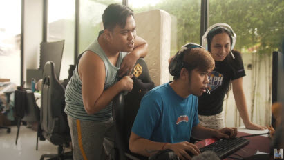 See how DaTwo impresses his friends with gaming skills after upgrading with Kingston FURY.