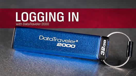非常にセキュアな DataTraveler 2000 へのログイン方法と、保存された機密データを保護するためのユーザーのパーソナル PIN の設定方法を説明します。