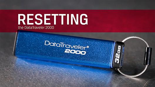 Kingston の DataTraveler 2000 USB フラッシュドライブは、必要に応じて簡単にデフォルトの PIN にリセットし、同時にデータを消去することができます。以下のステップに従ってください。