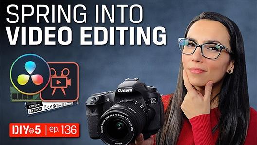 Триша держит камеру, на переднем плане — значки программного обеспечения для редактирования видео